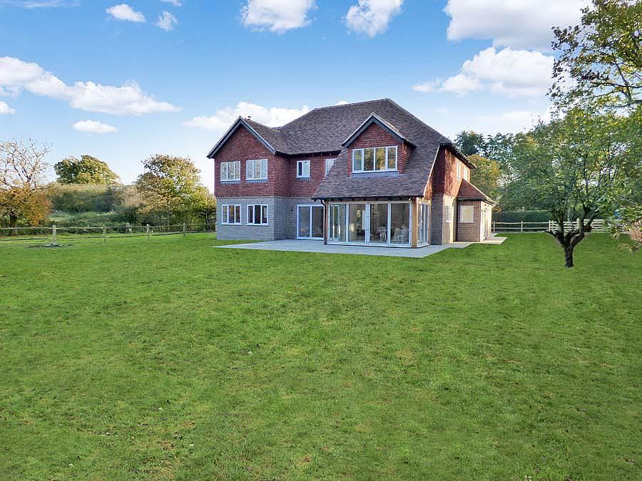 5 Bedrooms House for sale in Broadlands, Burgess Hill, RH15