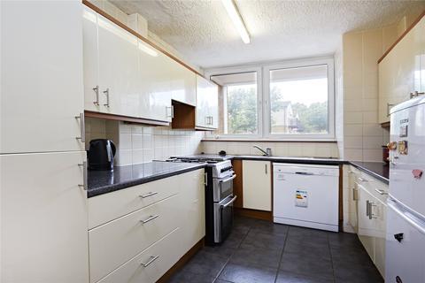 3 bedroom house to rent - Plough Way, London