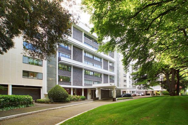 3 Bedrooms Flat for sale in North Hill, Highgate Village, London, N6