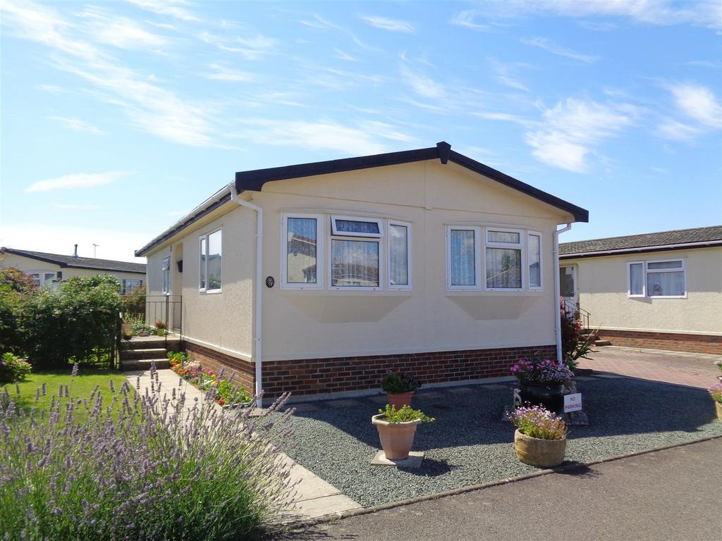 2 Bedrooms Park Home Mobile Home for sale in Oak Tree Close, Mill Farm Estate