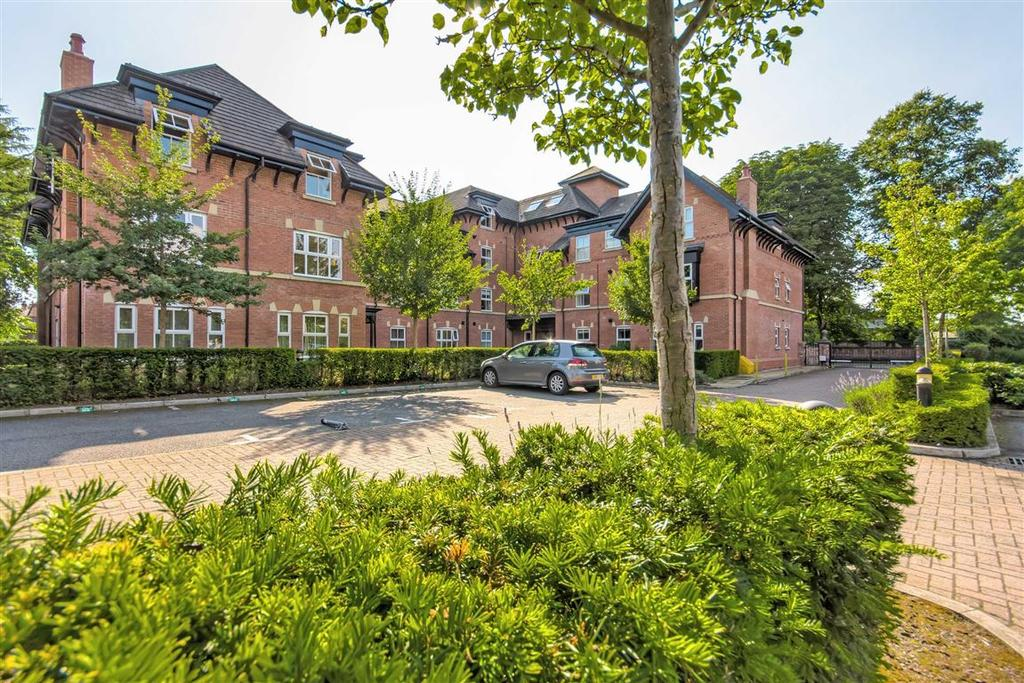 2 Bedrooms Apartment Flat for sale in 2a Acresfield Road, Timperley, Cheshire