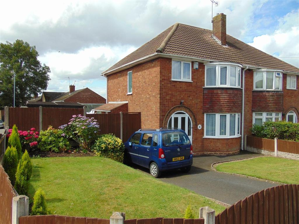 3 Bedrooms Semi Detached House for sale in St. Marks Road, Brownhills