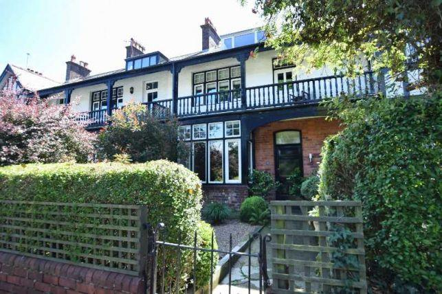 3 Bedrooms House for sale in Albany Road, Douglas, IM2 3NP