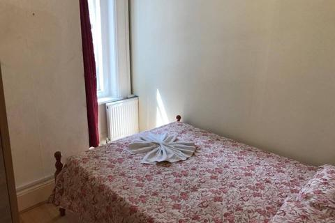 1 bedroom flat share to rent - CRICKLADE AVE SW2