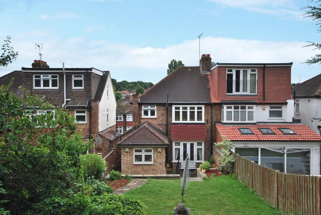 3 Bedrooms Semi Detached House for sale in Oak Tree Gardens Bromley BR1