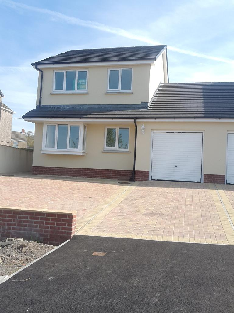 3 Bedrooms Semi Detached House for sale in Penyrheol Road, Gorseinon SA4