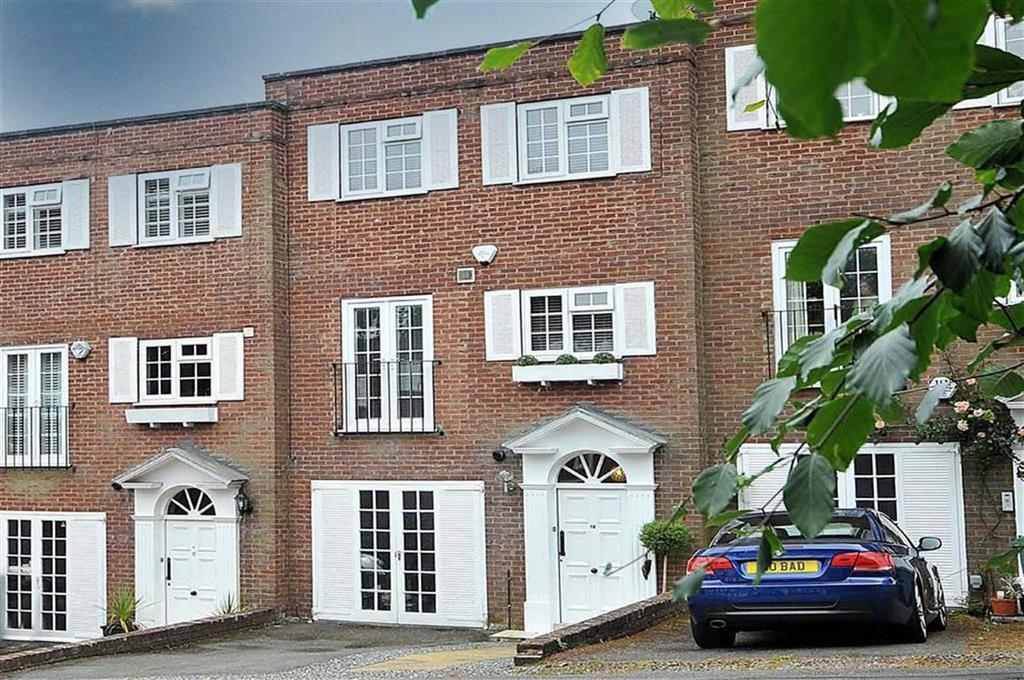 4 Bedrooms Mews House for sale in Castlegate Mews, Prestbury