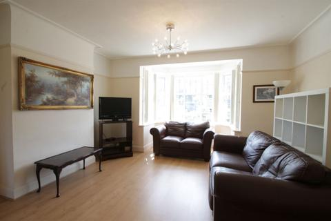 3 bedroom semi-detached house to rent - Cissbury Ring North N12