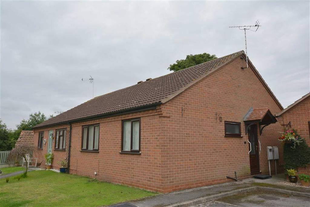 2 Bedrooms Bungalow for sale in The Pot Yard, Farnsfield, Nottinghamshire, NG22