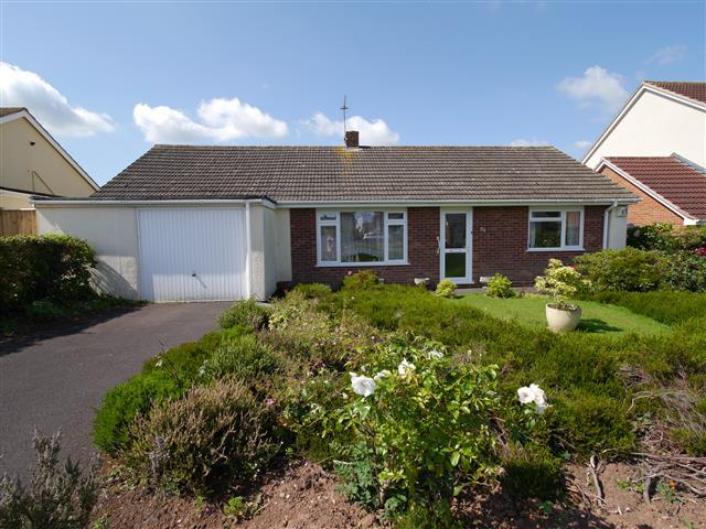 3 Bedrooms Detached Bungalow for sale in Blackmoor Road, Wellington TA21