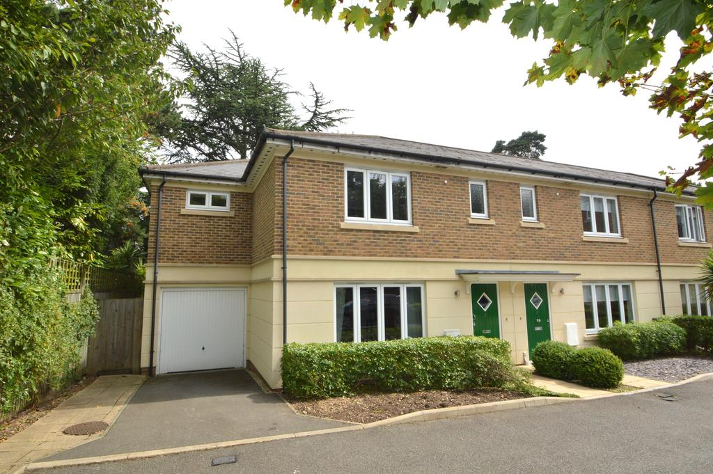 4 Bedrooms Semi Detached House for sale in Paynetts Court, Weybridge KT13