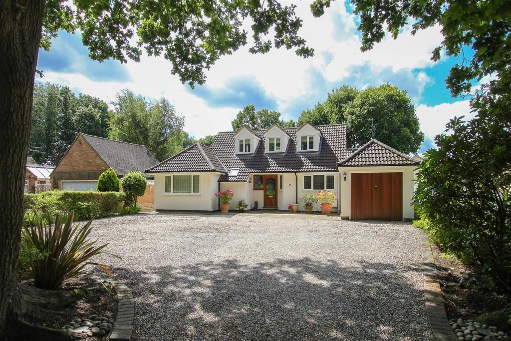 4 Bedrooms Detached House for sale in School Road, Kelvedon Hatch, Brentwood