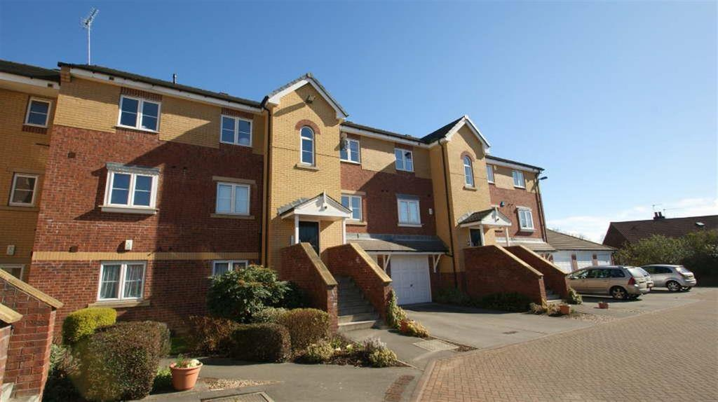 3 Bedrooms Flat for sale in Cherry Court, Headingley, LS6