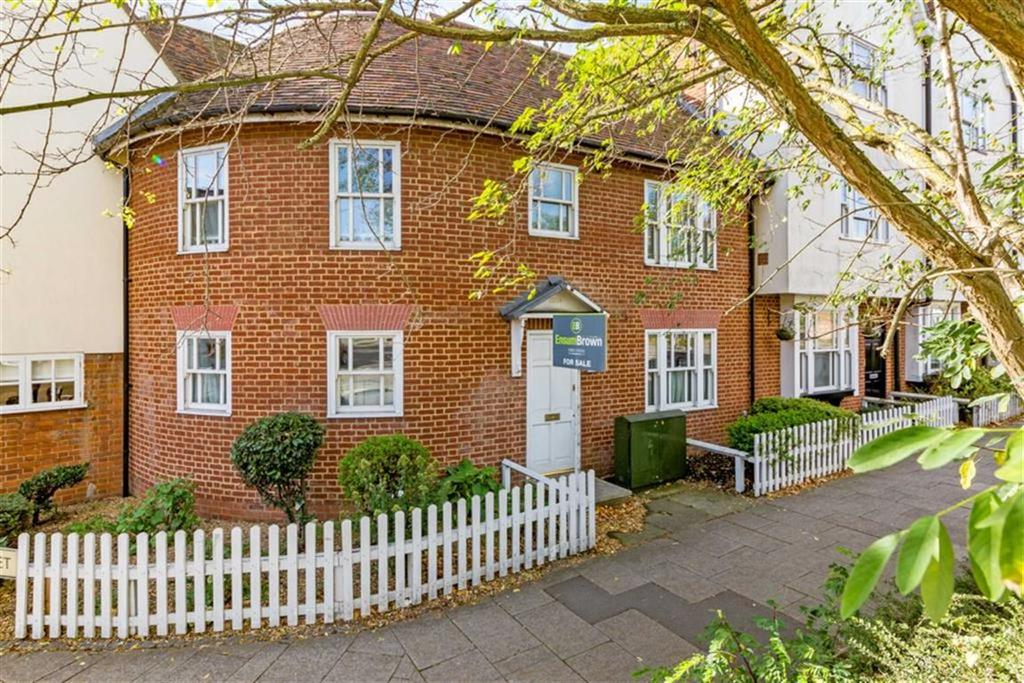 2 Bedrooms Terraced House for sale in Watton Road, Ware, Hertfordshire, SG12