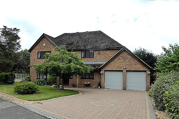 4 Bedrooms Detached House for sale in Hunsbury Close, West Hunsbury, Northampton, NN4
