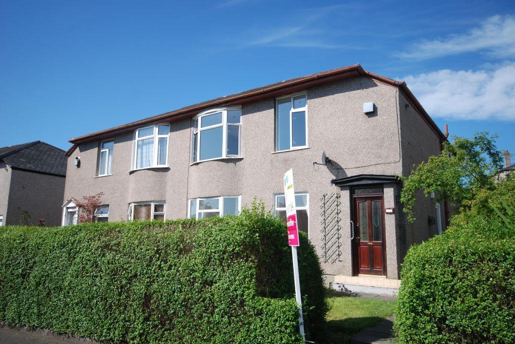 3 Bedrooms Flat for sale in 200 Castlemilk Road, Kings ParK, Glasgow, G44 4LF