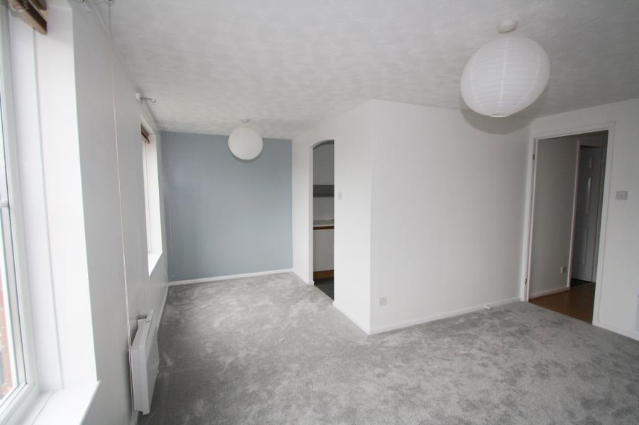 2 Bedrooms Apartment Flat for sale in GARDENERS COURT, HUNSLET GREEN, LEEDS, LS10 1ED
