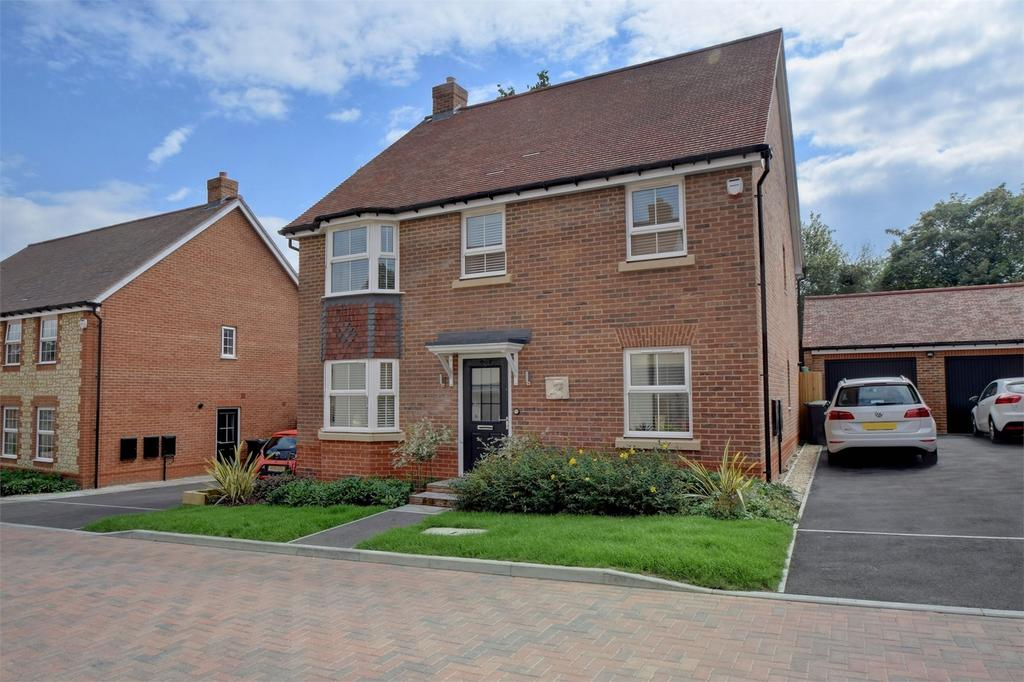 4 Bedrooms Detached House for sale in Whittington Road, PETERSFIELD, Hampshire