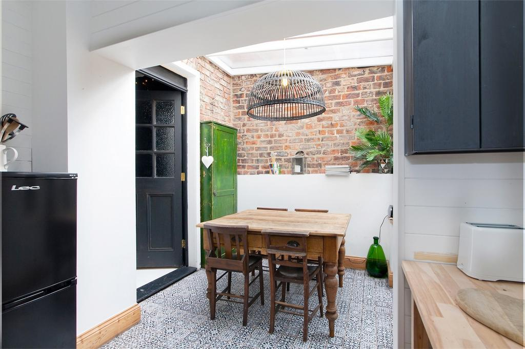 2 Bedrooms Terraced House for sale in 66 Frances Street, York
