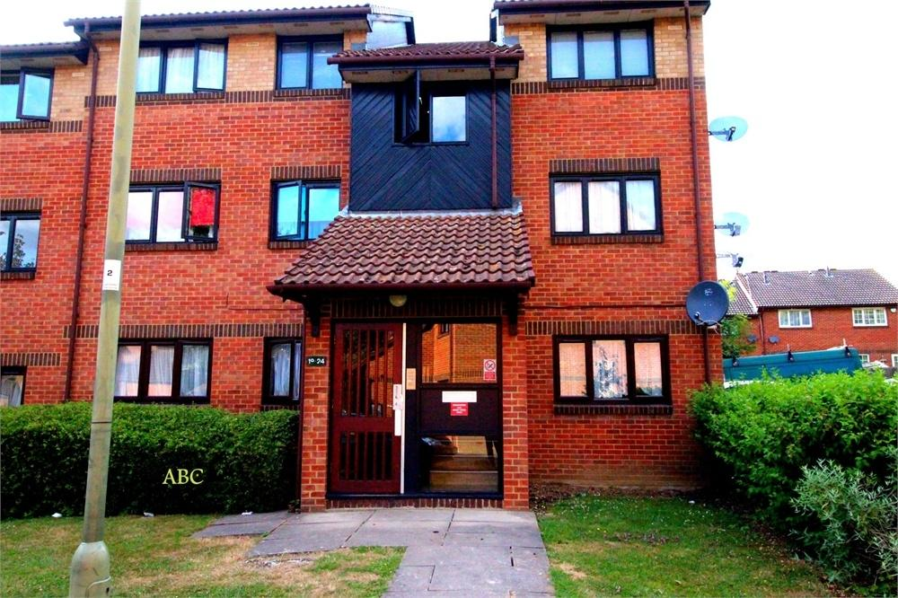 2 Bedrooms Flat for sale in Gatting Close, Pavilion Way, Edgware
