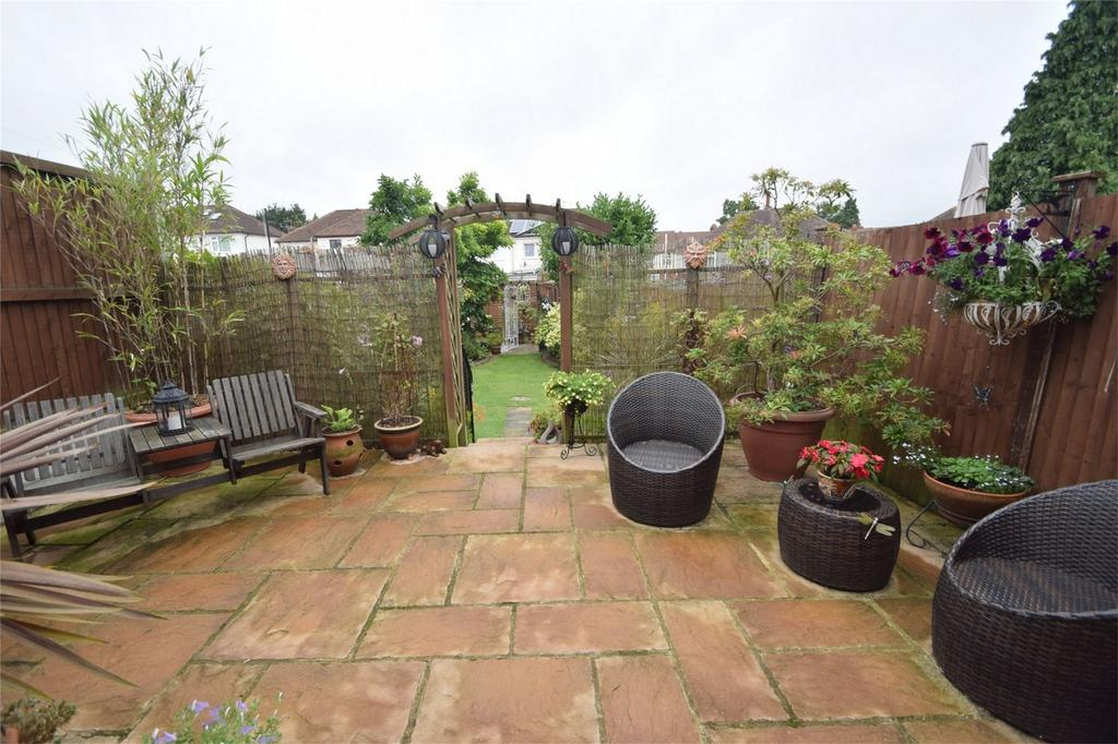 2 Bedrooms Semi Detached House for sale in Huntsmans Close, Rochester, Kent