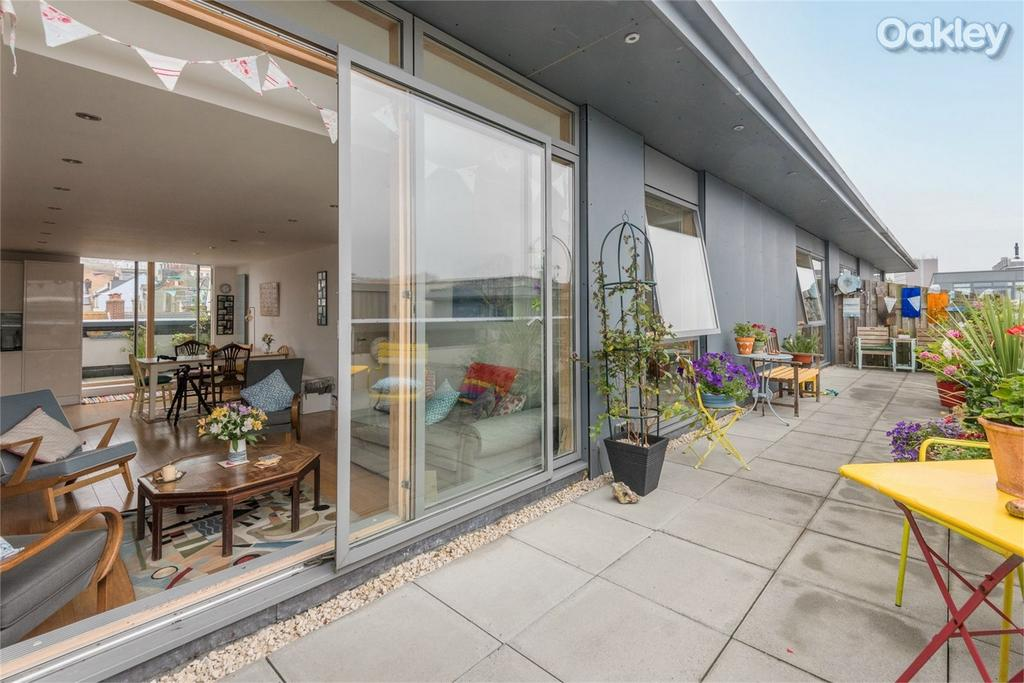 3 Bedrooms Flat for sale in Atrium House, North Laine, Brighton, East Sussex