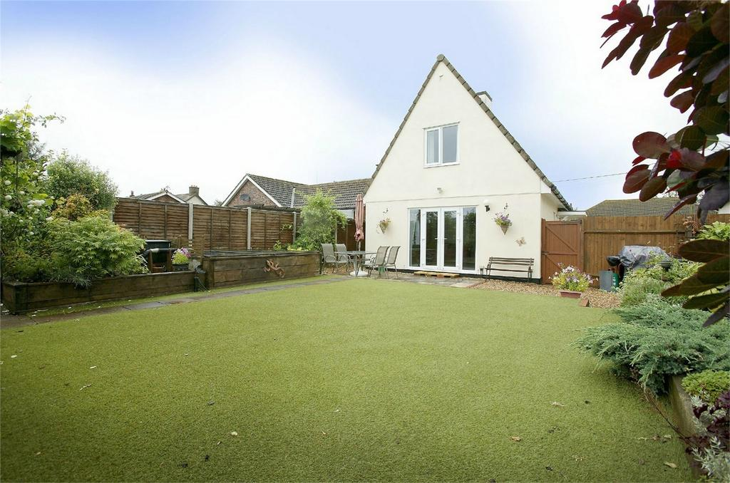 3 Bedrooms Detached House for sale in Watton Road, Shropham, Norfolk