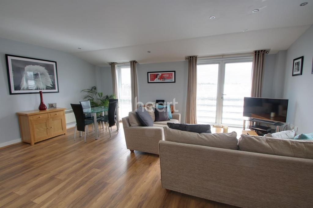 2 Bedrooms Flat for sale in The Wave, Wickford