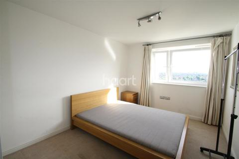 2 bedroom flat to rent - Pershore house, West Ealing, W13