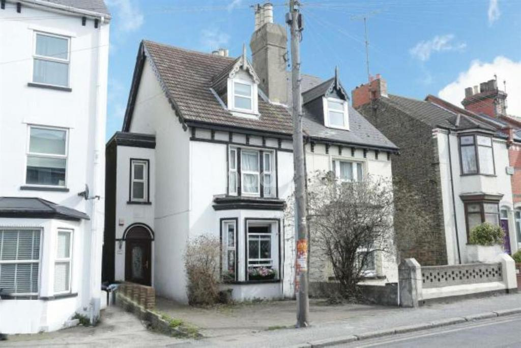 4 Bedrooms Semi Detached House for sale in Margate Road, Ramsgate, CT11