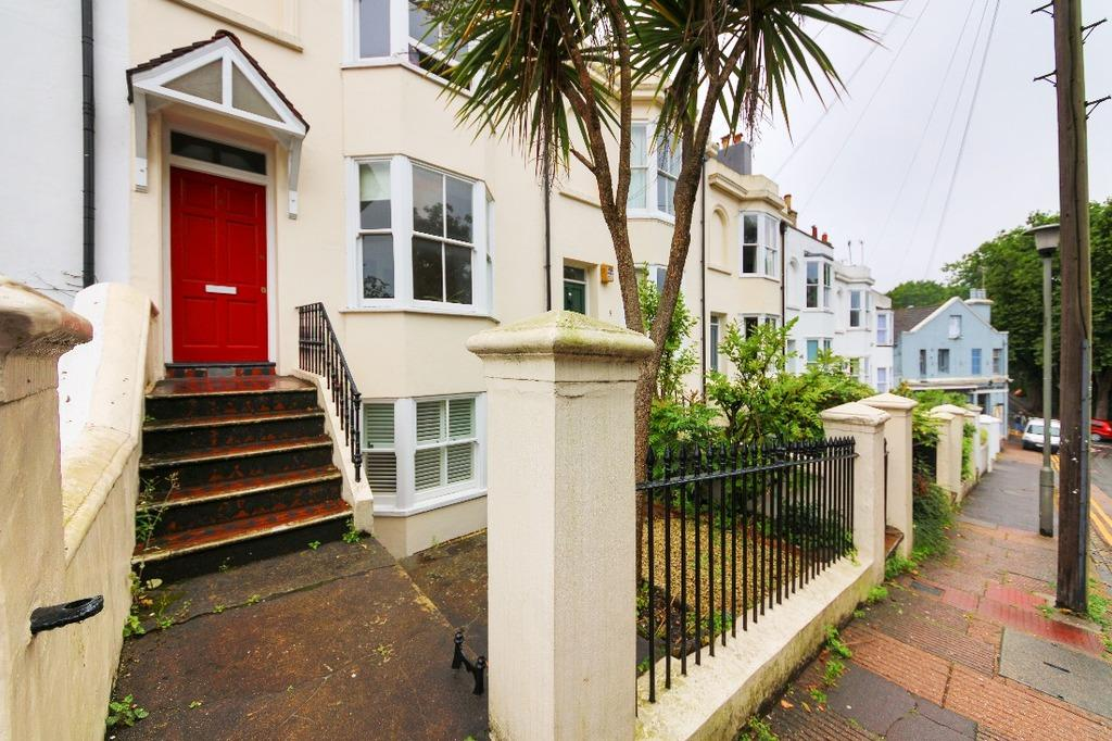 1 Bedroom Flat for sale in Howard Place Brighton East Sussex BN1