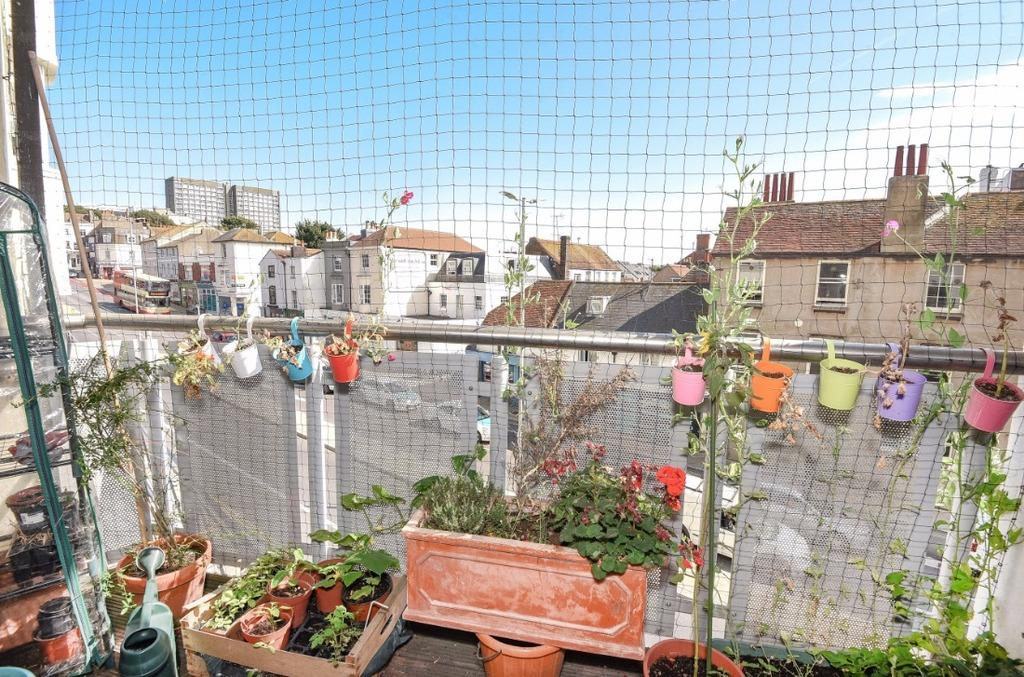 3 Bedrooms Flat for sale in Grand Parade Brighton East Sussex BN2