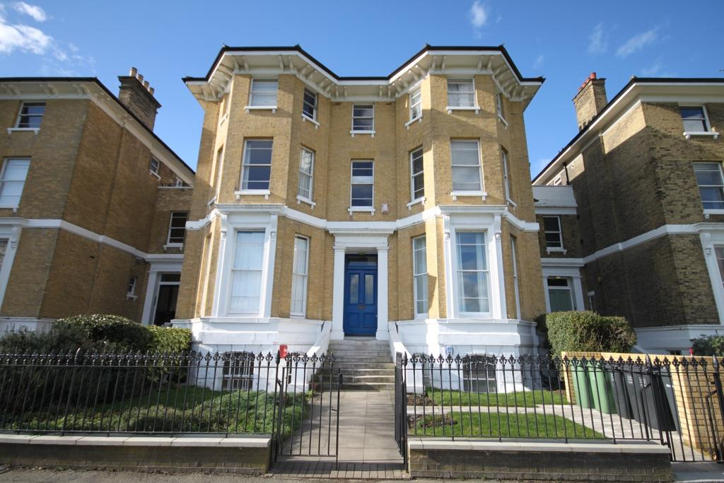2 Bedrooms Ground Flat for sale in Dartmouth Terrace London SE10