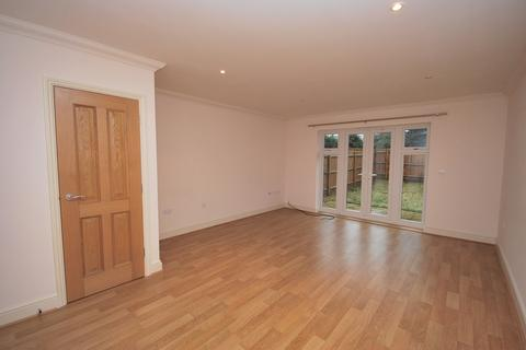 3 bedroom semi-detached house to rent - Oakley Road BR2