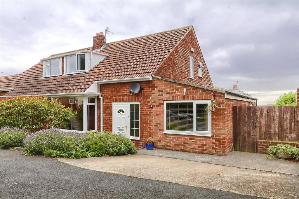 3 Bedrooms Semi Detached Bungalow for sale in Charnwood Drive, Nunthorpe