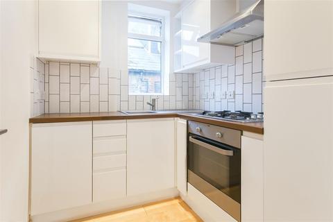 2 bedroom house to rent - Gleneldon Road, London