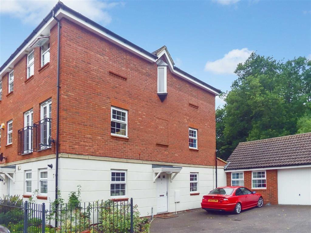 4 Bedrooms Town House for sale in Benbroke Place, Stevenage, Hertfordshire, SG1