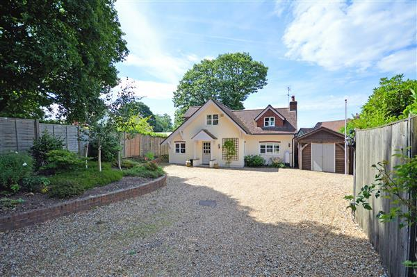3 Bedrooms Detached House for sale in Apley Lodge, Hill Road, Grayshott