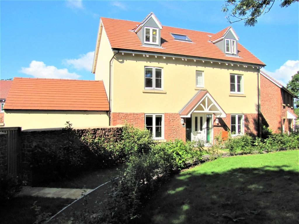 5 Bedrooms Detached House for sale in Carhaix Way, Dawlish, EX7 0RR