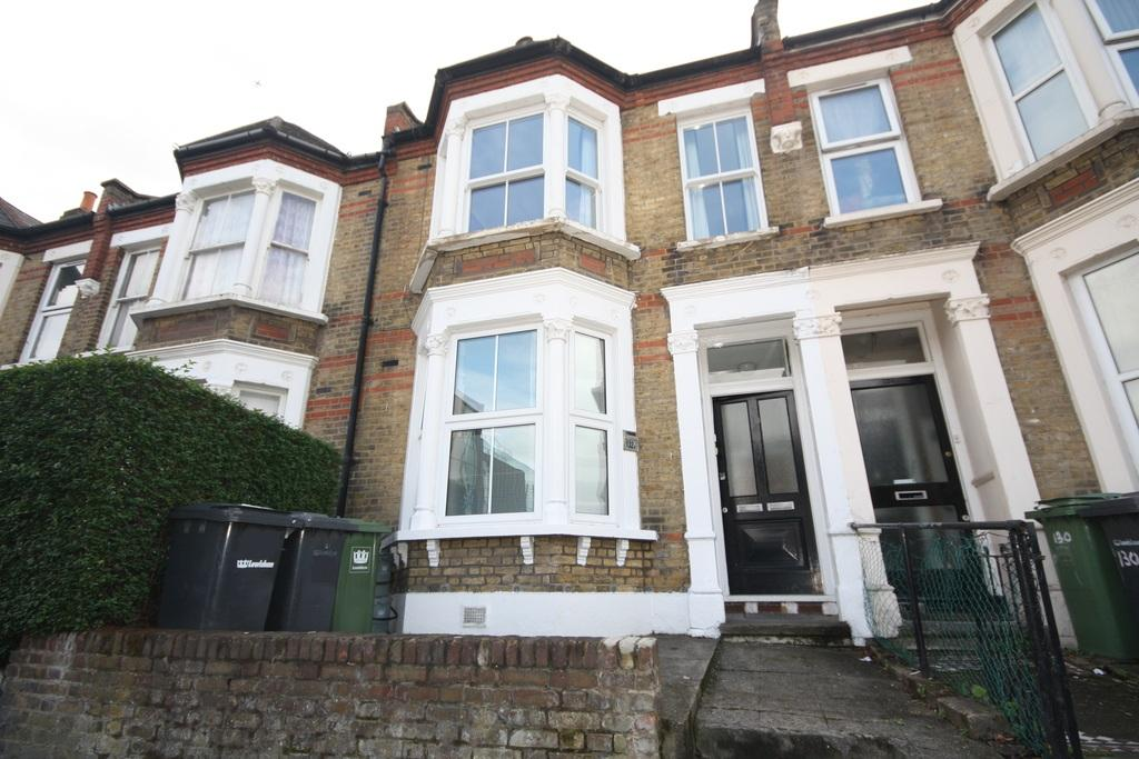 1 Bedroom Ground Flat for sale in St. Asaph Road, Brockley, London, SE4