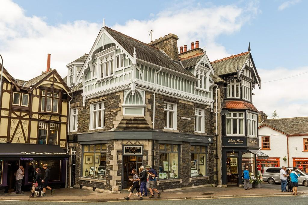 3 Bedrooms Maisonette Flat for sale in Bank Chamber, 5 Queens Square, Bowness on Windermere, LA23 3BY