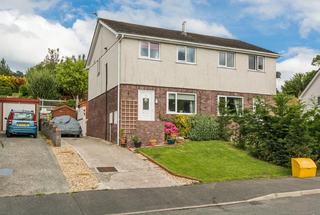3 Bedrooms Semi Detached House for sale in Cae America, Llanfairfechan, North Wales
