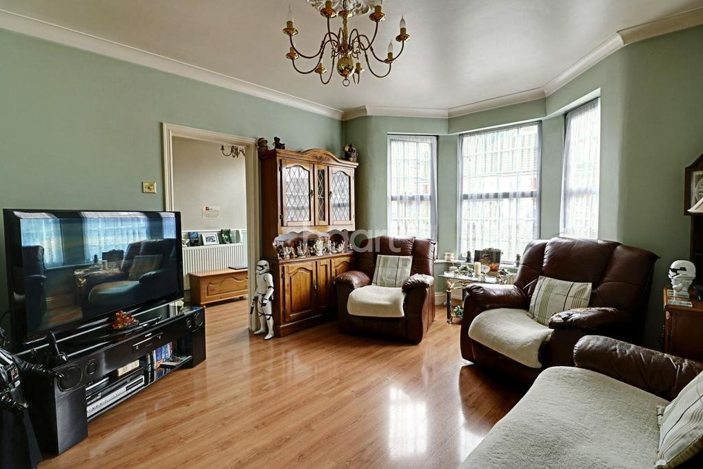 4 Bedrooms Terraced House for sale in Clarence Road, Grays