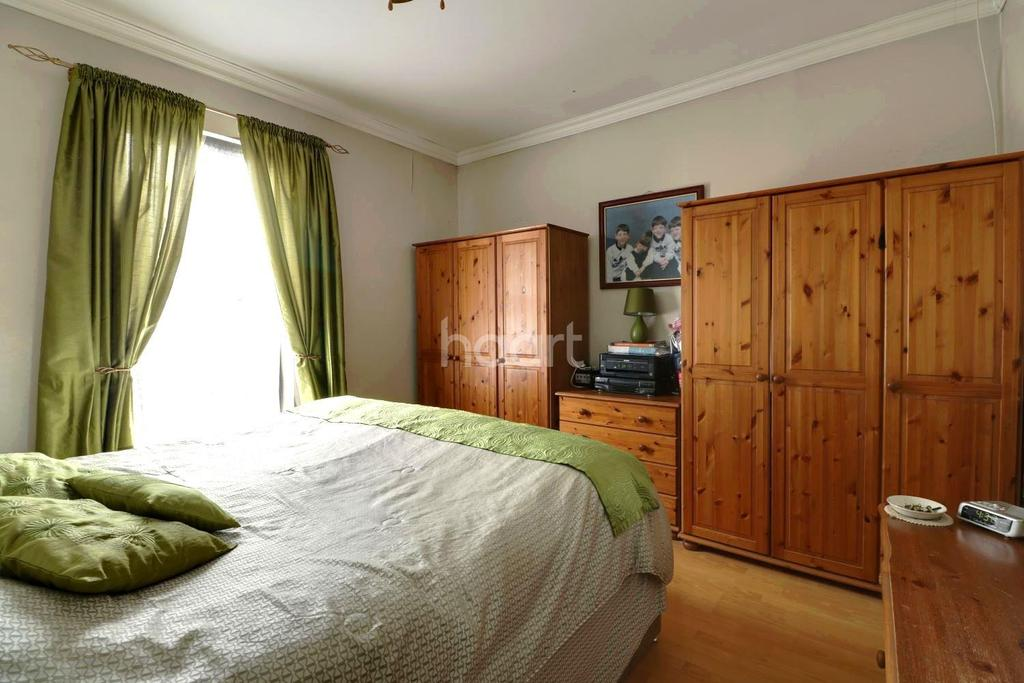 4 Bedrooms Terraced House for sale in Clarence Road, Grays Town Centre
