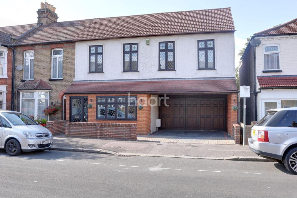 5 Bedrooms Semi Detached House for sale in Vine Street, Romford Centre