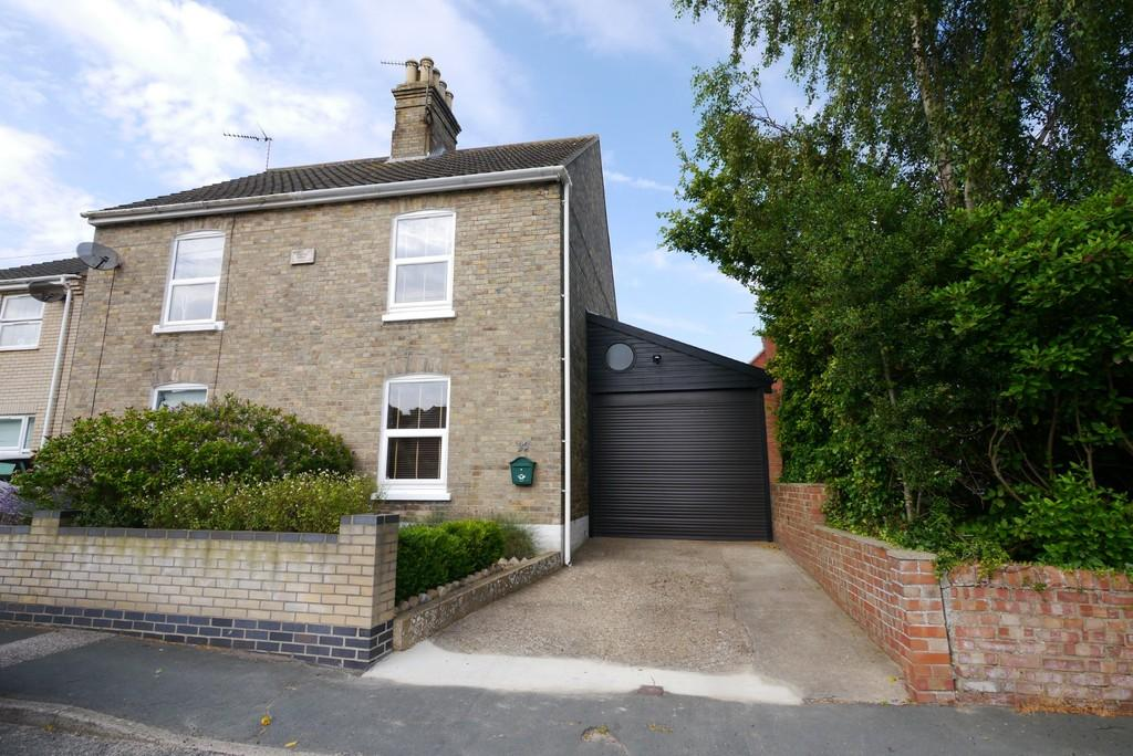 2 Bedrooms Semi Detached House for sale in Whites Lane, Kessingland, Lowestoft