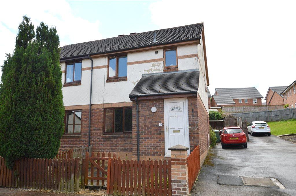 3 Bedrooms Semi Detached House for sale in Marlowe Close, Pudsey, West Yorkshire