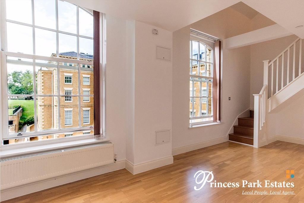 2 Bedrooms Apartment Flat for rent in Princess Park Manor, Royal Drive, London N11