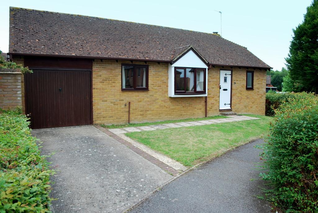 2 Bedrooms Detached Bungalow for sale in Bodsham Crescent, Bearsted