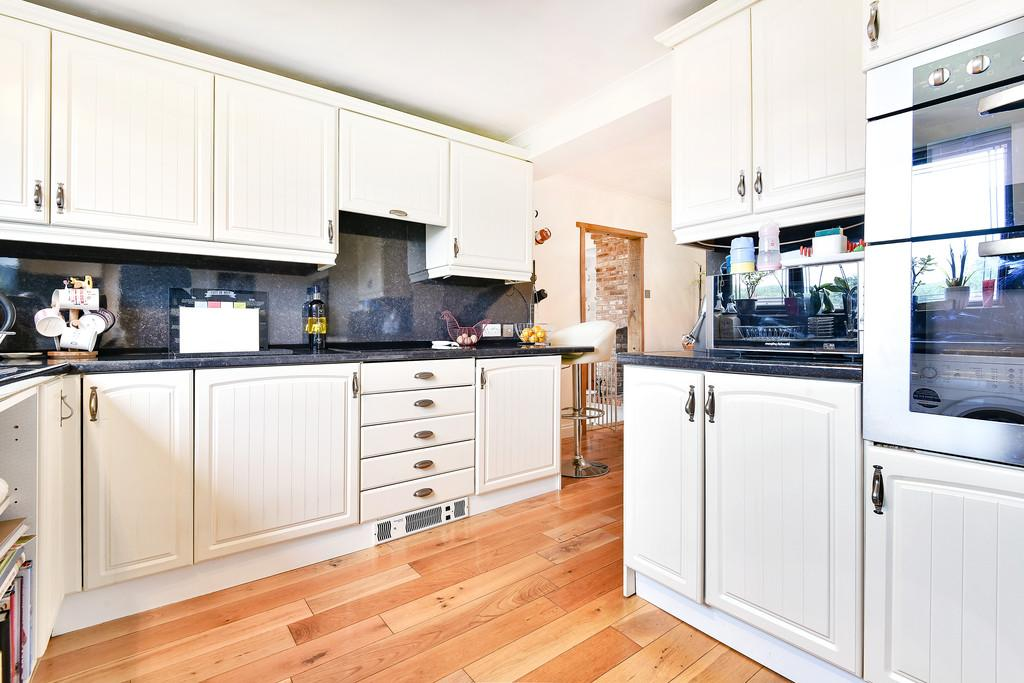3 Bedrooms Detached House for sale in Kent Road, Halling